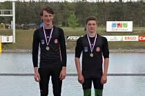 Jáchym Jarolím (vlevo) a Tomislav Dědič se stříbrnými medailemi