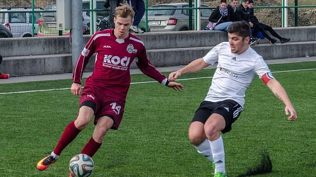 Písecký Martin Held (vpravo) vyrovnával na konečných 1:1 v utkání se Soběslaví