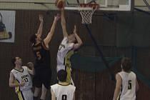 Basketbalisté Sokol Písek dvěma prohrami na severu Čech promarnili šanci bojovat o postup do první ligy.