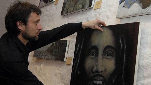 Dekadentní realismus Mr. Daba (na snímku).