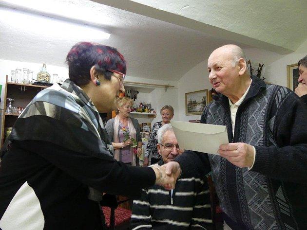 Klub vojenských důchodců pozval ženy na oslavu MDŽ.