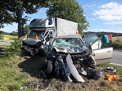 Dodávka a osobní auto se střetly v úterý 3. července u Hracholusk.