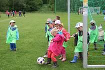 Fotbalisté Prachatic pořádají v srpnu nábor do kategorie minipřípravek. Snímek je z Měsíce fotbalových náborů v Netolicích.