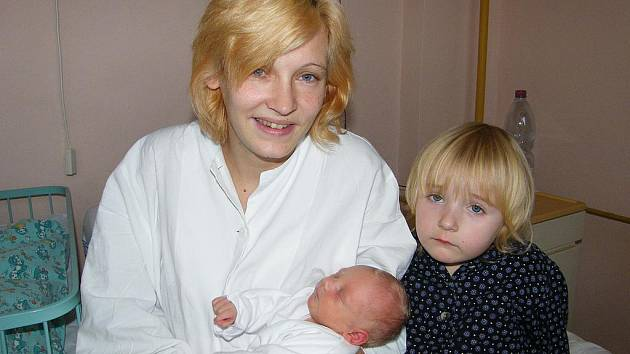 Vendula Fikarová se v prachatické porodnici narodila 12. listopadu 2011 v 10.00 hodin. Holčička vážila 2610 gramů a měřila 46 centimetrů. Maminka Ivana Fikarová je z Výškovic, kde už se na sestřičku těší i čtyřletá Alenka.