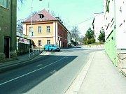 NEVÍ KUDY KAM. Při výjezdu z ulice Na Vyhlídce do Vodňanské a naopak měli včera 4. dubna řidiči často veliké problémy a v ulici se tak tvořily značné dopravní komplikace.