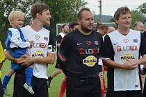 Již třetí ročník Fotbalohraní ve Vacově sliboval od začátku velkou podívanou. Do podhůří Šumavy dorazil Real TOP Praha, tým složený z osobností kulturního a sportovního života.