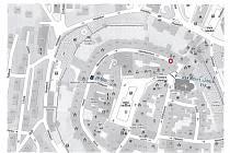 Před čp. 17 na prachatickém Kostelním náměstí bude firma skládat materiál na střechu.