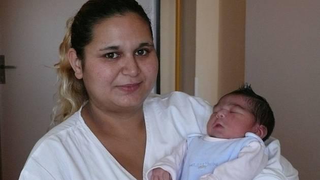 Klaudie Šandorová se narodila v prachatické porodnici v úterý 10. ledna ve 3.59 hodin rodičům Lence a Vlastimilovi z Vimperka. Vážila 3,77 kilogramu a měřila 50 centimetrů. Na holčičku doma čekají sourozenci Růžena, Lenka, Vlasta a Patrik.