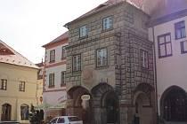 Bozkovského dům v centru Prachatic na rohu velkého náměstí nese název po nejznámějším majiteli.