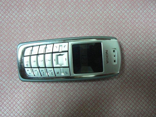 Žena, které muž odcizil telefon, našla svůj telefonní přístroj v jedné prachatické prodejně. Ilustrační foto.