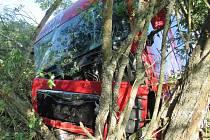 Nárazem do stromu skončila cesta pro řidiče nákladního vozidla.