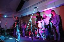 Skupina Krausberry zahrála v pátek 12. října ve Volarech.