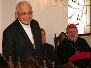 Jako doma se mohl při své návštěvě v obřadní síni v Prachaticích cítit také kardinál Miloslav Vlk.
