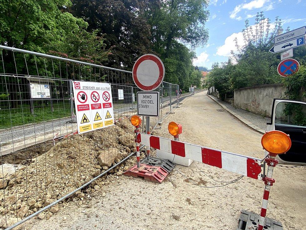 Opravy v ulici Hradební by měly skončit tenhle týden.
