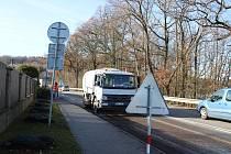 Mezi Netolicemi a Kratochvílí silničáři na několika místech frézovali vozovku.