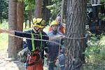 Výcvik hasičů v lese u Dolního Kožlí na Prachaticku.
