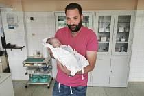 VIKTORIE GREGROVÁ, KAŠPERSKÉ HORY. Narodila se v pátek 27. září v prachatické porodnici. Vážila 4270 gramů. Má sourozence Anetu (14 let),Sebastiana (10 let) a Sofii (3 roky). Rodiče: Vendula a Filip Gregrovi.