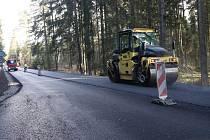Opravy silnice z Volar na Lenoru pokračují. Skončit by měly 3. prosince.