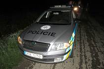 Při nehodě opilý řidič poškodil policejní vozidlo.