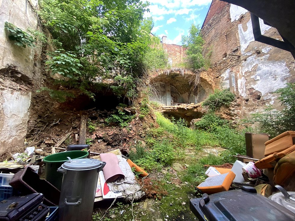 Ruina v Klášterní ulici v Prachaticích i nadále hyzdí centrum města.
