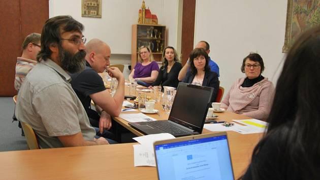 Při jednom setkání nad komunitním plánem jeho účastníci diskutovali na téma kyberšikana.