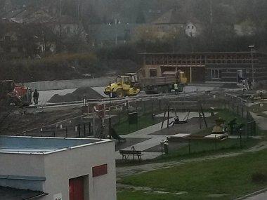 Hokejbalové hřiště má být hotovo v prosinci.