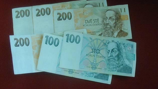 Podnapilý muž přišel o peníze a mobilní telefon. Ilustrační foto.