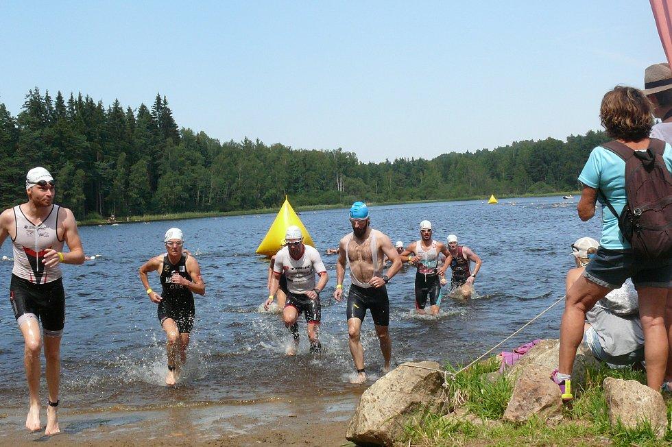 Červencové svátky vrátí na břeh Křišťanovického rybníka triatlonové závody.
