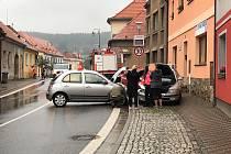 Ve středu ráno se ve Vlachově Březí srazila tři auta.