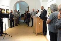 Vernisáž výstavy v bavorském Freyungu. Vystavují tam malované střelecké terče z Prachatic.