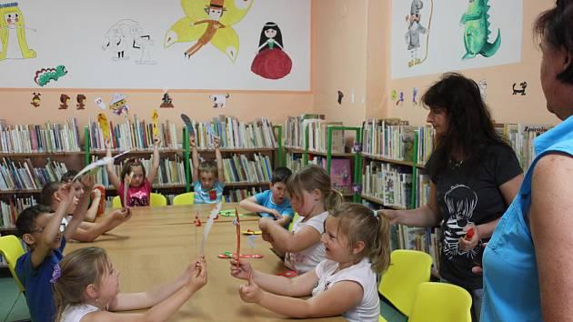 Děti se ve volarské knihovně učily o létě.
