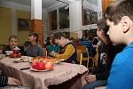Vánoční zvyky a tradice přiblížili svým mladším spolužákům na Základní škole Zlatá stezka zástupci žákovského parlamentu.