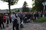 Na komentovanou procházku po Volarech přišla asi stovka lidí.
