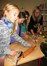 Při tvoření strávily děti v prachatické knihovně příjemné odpoledne.