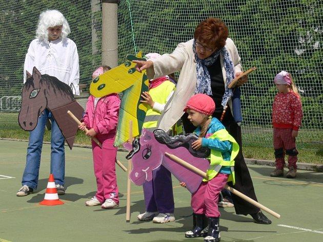 Děti si svůj svátek pohádkově užily.