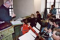 Repertoár strunkovického pěveckého sboru tvoří hlavně duchovní písně.