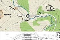 Nebahovy - Mičovice: Na mapce je místo, kde dojde k opravě mostu. Na menším je pak jasně vidět v horní části provizorní mostní konstrukce, po níž se bude jezdit. Spodní přímá část bude opravena.