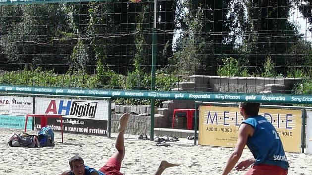 Plážoví volejbalisté Luděk Filip a Jan Suchý.