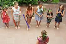 Na dvorku Základní umělecké školy v Prachaticích zakončili studenti hudby školní rok.