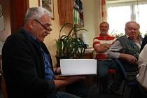 Zástupce společnosti Garnet Group Jan Štýbr (vlevo) se účastnil jednání zastupitelů Ktiše naposledy v květnu letošního roku.