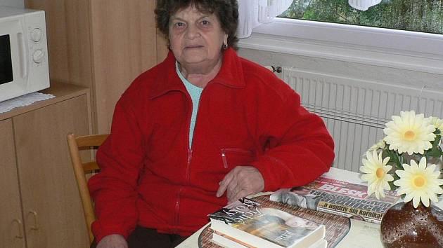 Není den, kdy by si Antonie Knapková nevzala do ruky knížku nebo noviny.