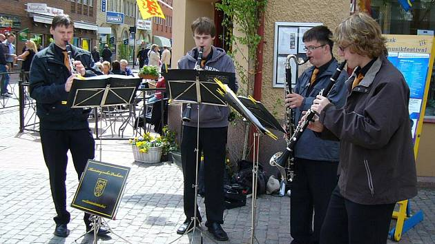 Celkem pětkrát zahráli prachatičtí hudebníci v ulicích švédského města  Jönkönping.