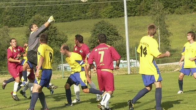 Ze závaru před brankou soupeře Lažišťští gól nedali.