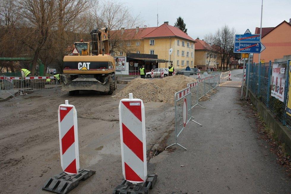 Krumlovskou ulicí se projet nedá a potrvá to až do 20. prosince.