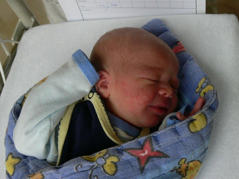 Matyáš Heřta se ve strakonické porodnici narodil 17. října v 15.16 hodin. Při narození vážil 3140 gramů. Doma ve Zdíkově čekali sourozenci Anička (14 let) a Adámek (7 let).