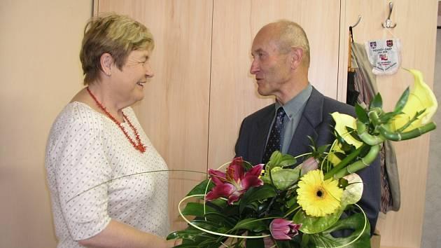 Vimperský starosta Pavel Dvořák se s Hanou Prokopovou rozloučil nejenom jako starosta, ale i coby dlouholetý kolega. V pedagogickém sboru školy spolu působili více než tři desetiletí.