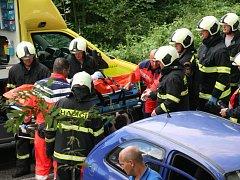 Z pěti účastníků páteční tragické nehody u Feferského rybníčku nad Prachaticemi jeden na následky zranění na místě zemřel, tři účastníci nehody byli zraněni.