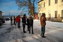 Volarští zastupitelé si ve středu 7. ledna 2015 prohlédli bývalou ubytovnu a jídelnu, které nabízejí k odprodeji České dráhy ve Volarech, také zevnitř.