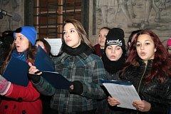 Prachatice ani letos nechyběly při akci Česko zpívá koledy. Ty zněly znovu na Velkém náměstí ve středu 10. prosince 2014.