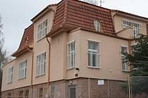 Budova bývalého Obvodního oddělení PČR v Prachaticích je na prodej.